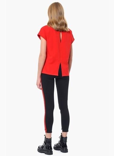 Que Tişört Kırmızı